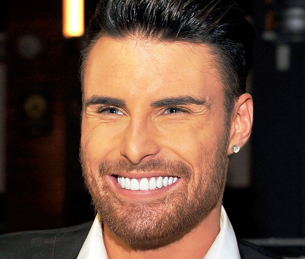 http://www.beforeandafterceleb.com/wp-content/uploads/2014/10/rylan-clark-new-teeth-before-and-after-photos2.jpg
